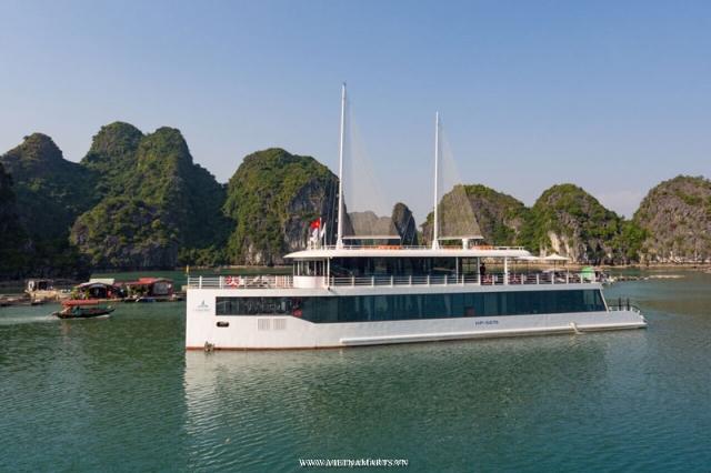 Halong bay cruise with Jade Sail