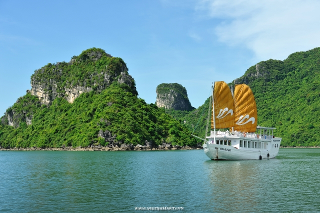 Halong Bay is a beautiful natural wonder in northern Vietnam near the Chinese border. The Bay is dotted with 1,600 limestone islands and islets and covers an area of over 1,500 sqkm