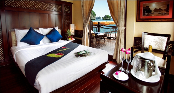 Halong boat deluxe cabins