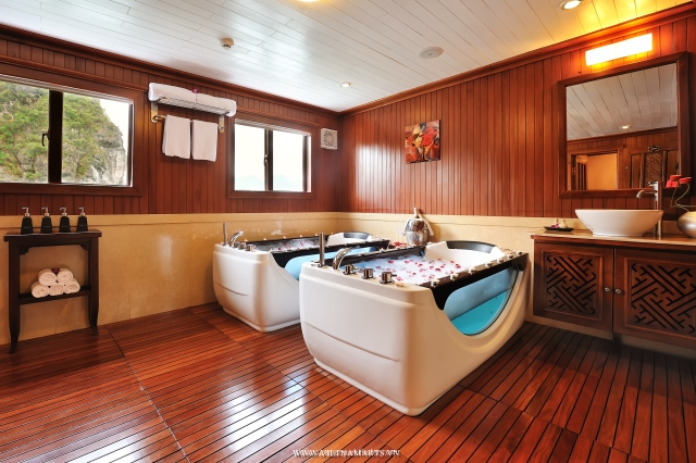 Luxury cabin on boat Halong