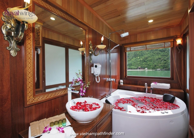 Royal wing boat cabin, a 5 star boat cruises Halong Bay- Bathroom