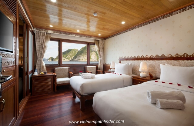 cabin on boat Halong Bay- Cruise for family packages