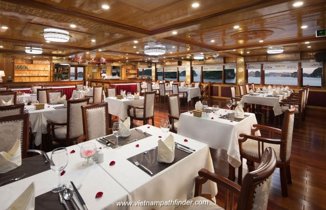 Royal wing boat cabin, a 5 star boat cruises Halong Bay- Restaurant