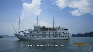 Cruise boat halong bay