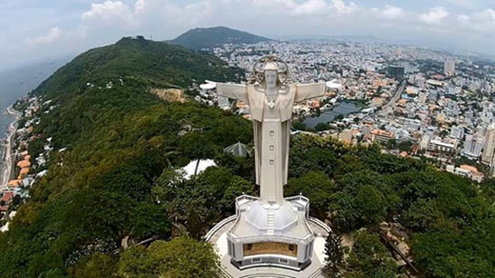 the spectacular Giant Jesus - one of the biggest Jesus statues in the world at a height of 32 meters
